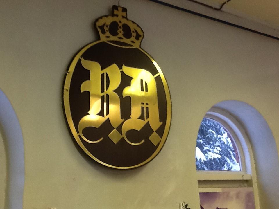 Det Stolte RA emblem Kongekrone
