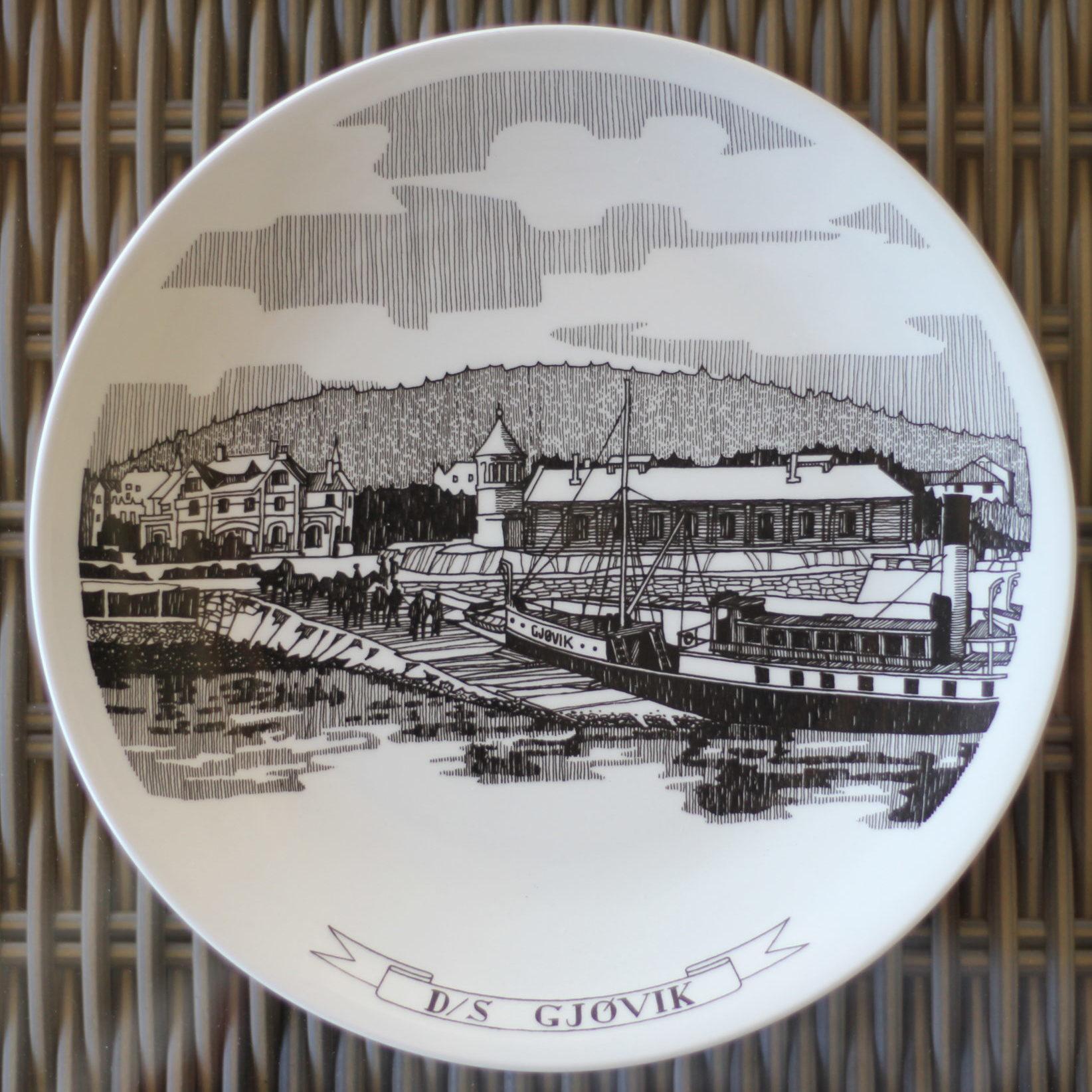 Dampskipet «GJØVIK» ved kai ved Gjøvik stasjon ca 1902